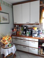 Große Küchenzeile mit Theke