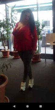 Junge Frau mit indischen Wurzeln