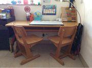 Schulbank mit 2 Stühlen