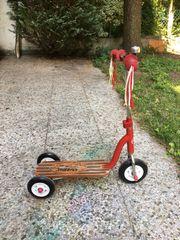 Dreirad Roller mit Holztritt im Retrolook