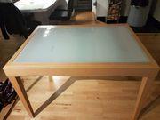 Esstisch mit Holz und Glas