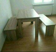 Küchentisch mit zwei Bänken