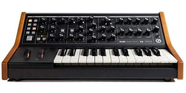 Keyboarder für 80er Jahre Cover