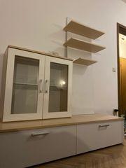 Komplette Wohnwand mit Vitrine und