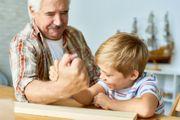 Verantwortungsbewusster Opa bietet sich an