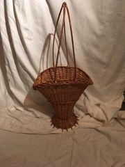 Weidenkorb zur Dekoration oder Blumenkörbchen