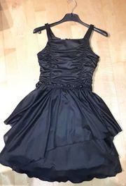 Schickes Kleid für Mädchen in