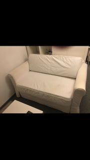 Ausziehbares Sofa in cremefarben