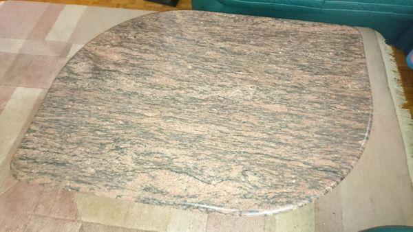 Wohnzimmertisch aus Granit