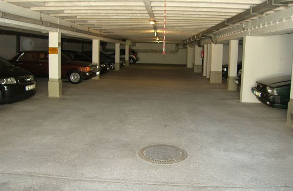 Tiefgaragenstellplatz Stellplatz Garage 80939 München