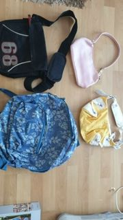 verschiedene Taschen und Rücksäcke
