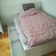 Bett mit Lattenrost und Mittelbalken