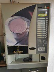Kaffeemaschine mit Getränkeautomat