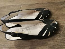 Schwarze Damen-Sandalen Gr 37: Kleinanzeigen aus Nienburg - Rubrik Schuhe, Stiefel