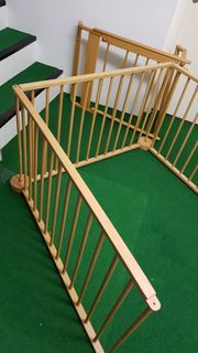 2 Treppenschutzgitter und 1 Laufstall