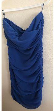 Blaues figurbetontes Kleid von Tally