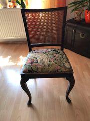 4 schöne antike Stühle