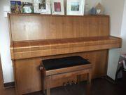 Klavier von Legnica mit Hocker