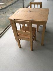 Verschenke Kinder-Holztisch mit 2 passenden