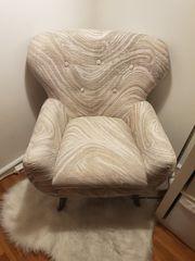 schöner sehr gut erhaltener Sessel