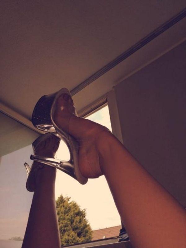 Geile Füße suchen zahlende Sklaven