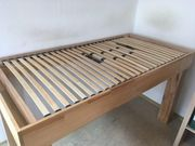 Schönes Massivholz-Bett 100x200cm