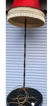 Ständerlampe mit Schirm