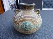 Vase mit Muschelmotiven Schale mit