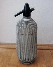 alte Sodaflasche vintage mit Metallnetz-Ummantelung