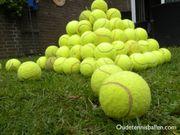 viele gebrauchte tennisbälle für den