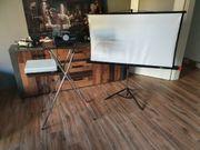 Dia Projektor mit Tisch Leinwand