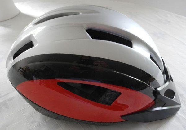 Fahrradhelm grau rot schwarz gestreift