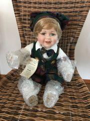 Porzellan Puppe noch original verpackt