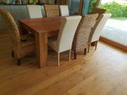 Tisch u Stühle