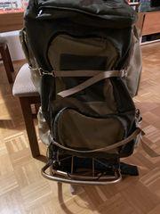 Grosser Rucksack mit Gestell