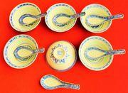 Chinesische Suppenschälchen mit Löffeln Weiß-Blau