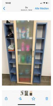2 Bücherregale zu verschenken