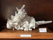 Extravagante Bergkristall Gruppe aus Brasilien - top