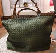 Damenhandtasche grün geflochten