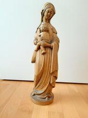 geschnitzte Madonna aus Holz