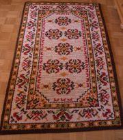 Teppich selbst geknüpfter braun