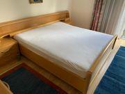 Doppelbett aus Vollholz