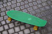grünes Penny Board
