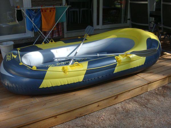 Schlauchboot und Elektropumpe