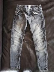 Jeans Gr 146 - grau schwarz