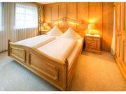Doppelbett und Nachtkästchen zu verkaufen