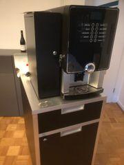 Kaffeevollautomat mit unterschrank
