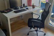Schreibtisch mit Bürostuhl
