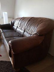 Schöne Couch aus Leder zu
