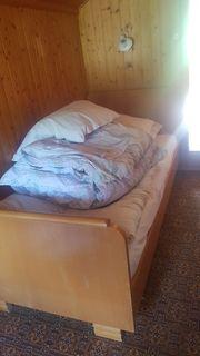 Einzelbett mit Kasten